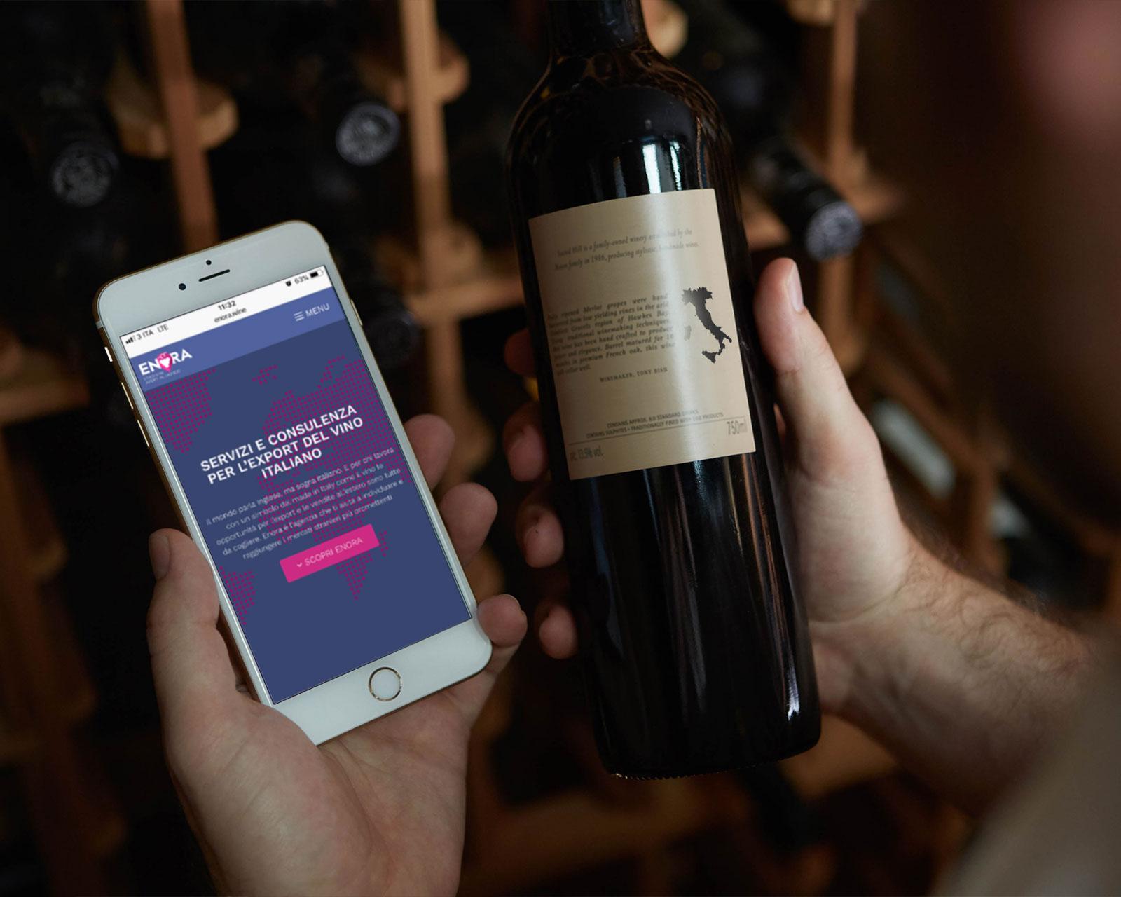 smartphone e bottiglia di vino in una cantina