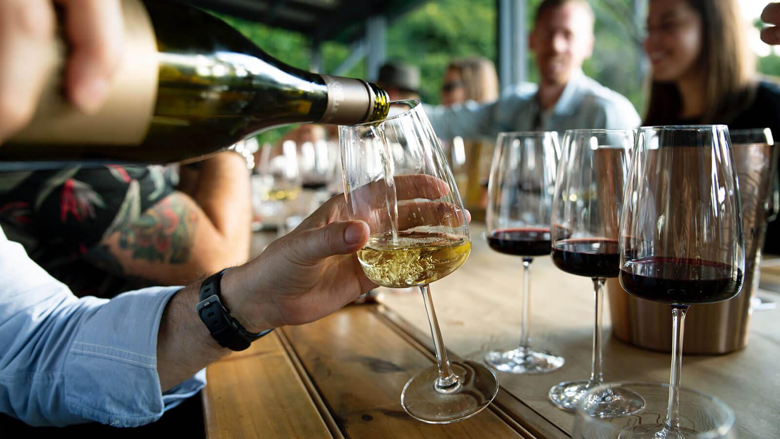 Degustazione di vini bianchi e rossi